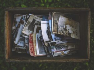 old-photos-in-the-wooden-box-5842